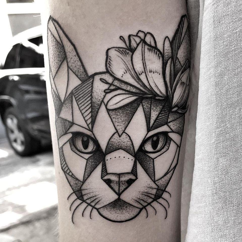 Geometric cat tattoo by Aleksandra Kozubska #AleksandraKozubska #geometriccattattoo #geometric #Linework #dotwork #shapes #cattattoos #cattattoo #kittytattoo #kitty #cat #petportrait #animal #nature