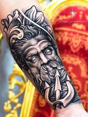 Poseiden tattoo with trident tattoo by Anthriller Montana #anthrillermontana #trident #tridenttattoo #neptune #poseiden #blackandgrey #arm #neotraditional