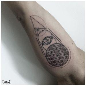 vesica piscis tattoo by anne.tattoo #annetattoo #vesicapiscis #circles #sacredgeometry