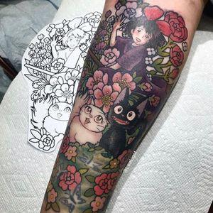 Kiki's Delivery Service tattoo by Lea Ligot #LeaLigot #KikisDeliveryService #Kiki #Jiji #flowers #floral #roses #witch #StudioGhibli #anime #manga #movie