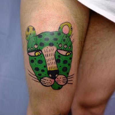 Illustrative tattoo by Aleksandr Tagunov aka tahunou #AleksandrTagunov #tahunou #illustrativetattoo #leopard #cat #green #leg