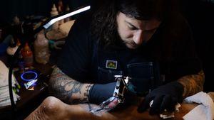 Henbo Henning tattooing #HenboHenning