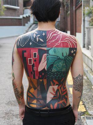 Klimt-inspired tattoo by Polyc SJ #PolycSJ #seoul #korea #color #watercolor #popart #newschool #klimt #thekiss #floral #nature #leaves #backtattoo