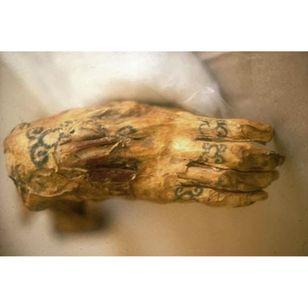 Amunet's hand tattoo design #ancientegypt #amunetmummy #fertilitytattoos #geometrictattoos #Egypt #ancienttattoos #tattooculture #tattoohistory #egyptiantattoos