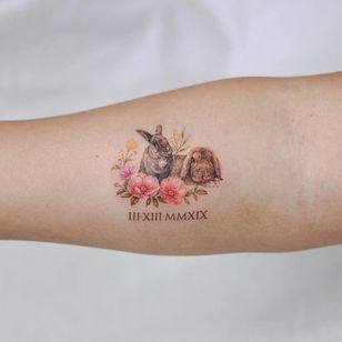 Watercolor tattoo by Donghwa of Studio by Sol #Donghwa #StudiobySol #Seoul #Koreanartist #Koreantattooartist #watercolor #fineline #detailed #color #nature #floral #bunny #romannumerals