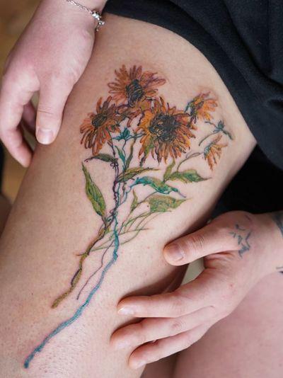 Sunflower tattoo by Denon Tattoo #Denon #DenonTattoo #NoNameTattoo #Seoul #Koreantattooartist #femaletattooartist #illustrative #leg #sunflower
