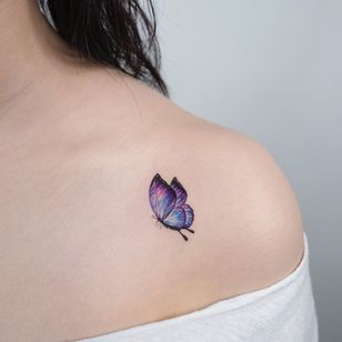 Watercolor tattoo by Donghwa of Studio by Sol #Donghwa #StudiobySol #Seoul #Koreanartist #Koreantattooartist #watercolor #fineline #detailed #color #nature #butterfly