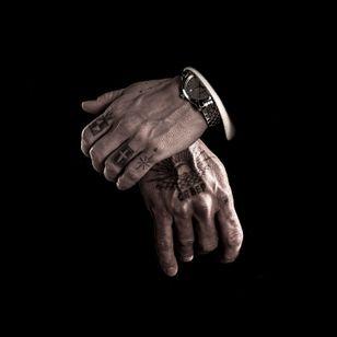 Nikolai's Russian mob hand tattoos in Eastern Promises #filmtattoos #realistictattoos #movietattoos #prisontattoos #mafiatattoos #VigoMortensen #russiantattoo #EasternPromises