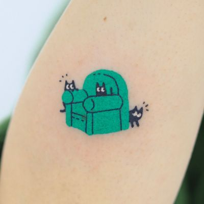 Hand poke tattoo by Han aka Hey Hey Diary #Han #HeyHeyDiary #handpoke #stickandpoke #nonelectric #kawaii #cute #tiny #small #funny #seoul #koreantattooist #chair #cat