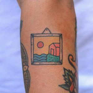 Hand poke tattoo by Han aka Hey Hey Diary #Han #HeyHeyDiary #handpoke #stickandpoke #nonelectric #kawaii #cute #tiny #small #funny #seoul #koreantattooist #painting #picture #frame #house #sun #color