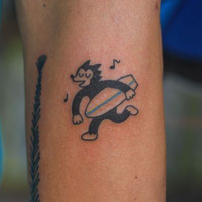 Hand poke tattoo by Han aka Hey Hey Diary #Han #HeyHeyDiary #handpoke #stickandpoke #nonelectric #kawaii #cute #tiny #small #funny #seoul #koreantattooist #wolf #dog #surfer #surfboard #musicnotes