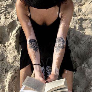 Floral tattoos by Alvaro Groznyy #AlvaroGroznyy #flower #elbowditch #illustrative