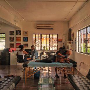 Maya and Gesiye of Bald Babes Ink working in their studio #BaldBabesInk #maya #gesiye