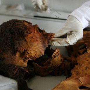 Mummified Chiribaya woman. Photo Credit: Mariana Bazo #medicinaltattooing #ancienttattoos #historyoftattooing #culturaltattoos