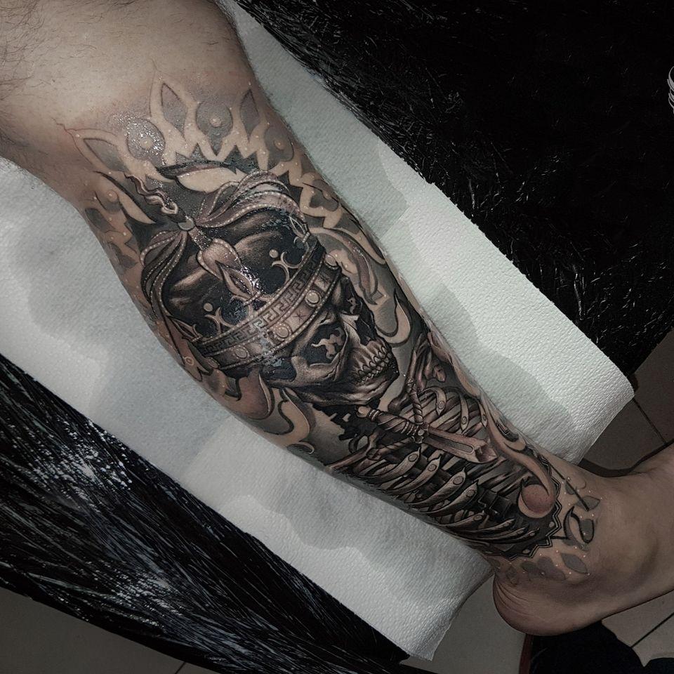 Skeleton king tattoo by Wandal #Wandal #skeleton #skull #king #crown #blackandgrey
