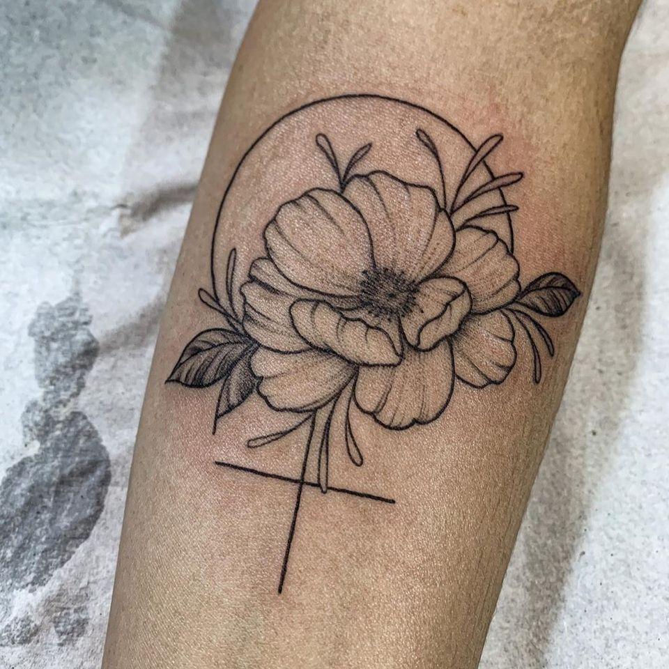 Feminist tattoo by Sarah Monteiro #SarahMonteiro #feministtattoo #flowertattoo #symboltattoo #sexualassaultawarenesstattoo #sexualassaultsurvivortattoo #survivortattoo #tattoosforstrength #selflove #empoweringtattoos