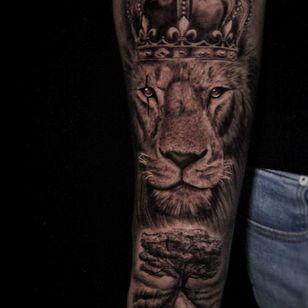 Lion tattoo by uros_tbd_tattoo #urostbdtattoo #lion #king #lionking #acaciatree #africa #blackandgrey