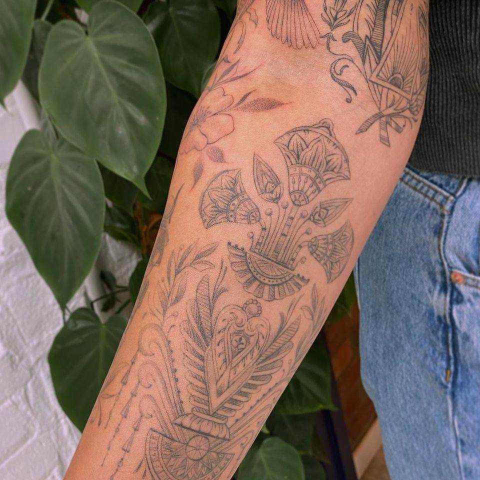 Egyptian symbol tattoo by Jade Chanel #JadeChanel #fineline #symbol #egypt #africa #ankh #lotus #wings