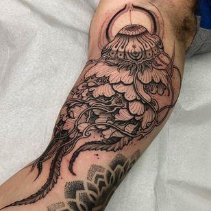 Jellyfish tattoo by Henrique Dias #HenriqueDias #jellyfish #ocean #oceanlife #animal