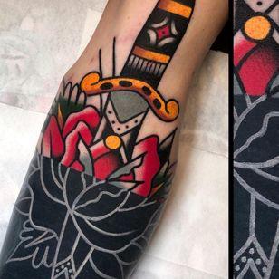 White Ink over Blackwork Tattoo by bertatattoo #bertatattoo #whiteinkoverblackwork #whiteinkonblacktattoo #whiteonblack #whiteink #blackwork #blackout