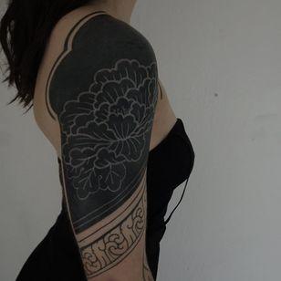 White Ink over Blackwork Tattoo by handsmark #handsmark #whiteinkoverblackwork #whiteinkonblacktattoo #whiteonblack #whiteink #blackwork #blackout