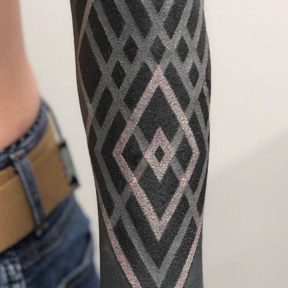 White Ink over Blackwork Tattoo by Ivan Hack #IvanHack #whiteinkoverblackwork #whiteinkonblacktattoo #whiteonblack #whiteink #blackwork #blackout