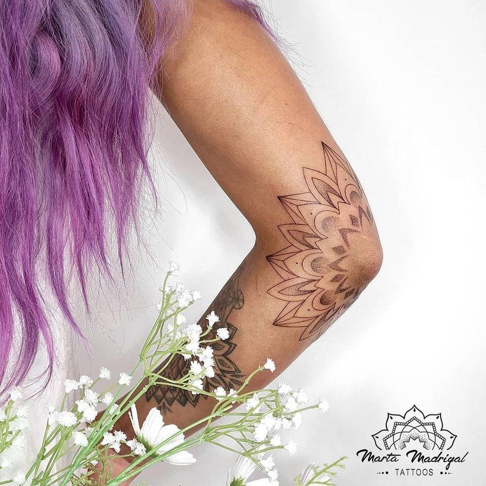 Tattoo by Marta Madrigal #MartaMadrigal #fineline #dotwork #illustrative #sacredgeometry #shapes #mandala