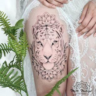 Tattoo by Marta Madrigal #MartaMadrigal #fineline #dotwork #illustrative #flower #ornamental #animal