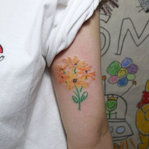 Crayon tattoo by Mello #Mello #Mellowhatever #crayontattoo #childdrawing #childlike #fun #cute #koreanartist #seoultattoo #flower