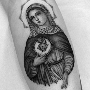 Chicano sacred heart tattoo by Juan Diego Pietro aka illegal.tattoos #juandiegopietro #illegaltattoos #sacredheart #chicano #roses #blood #fire