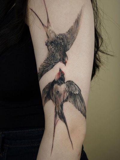 Painterly tattoo by Ati #Ati #tattooistati #koreanart #koreantattoo #koreantattooist #painterly #fineart #sparrow #bird #wings #feathers