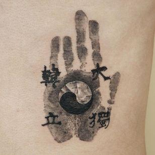 Painterly tattoo by Ati #Ati #tattooistati #koreanart #koreantattoo #koreantattooist #painterly #fineart #yinyang #handprint #lettering