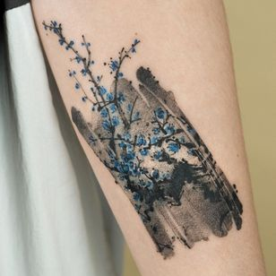 Painterly tattoo by Ati #Ati #tattooistati #koreanart #koreantattoo #koreantattooist #painterly #fineart #cherryblossom #blueflower #flower #brushstroke