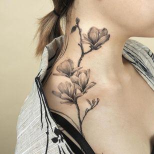 Painterly tattoo by Ati #Ati #tattooistati #koreanart #koreantattoo #koreantattooist #painterly #fineart #flower #neck