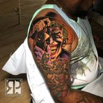 Joker tattoo by Roger Parrilla #RogerParrilla #darkskintattootips #darkskintattoo #joker #comicbook #DCcomics #DC #comic #newschool #camera #villain