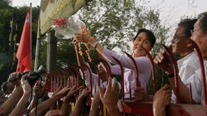 Suu Kyi being released from house arrest in 2010 after 15 years of imprisonment. Photo by AFP. #myanmarprotests #aungsansuukyi #militarycoup #protesttattoos