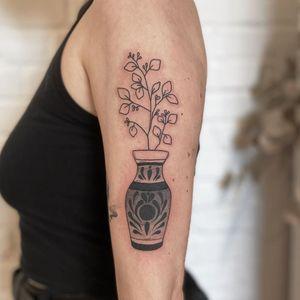 Illustrative tattoo by Nicolas Trotman aka Nick Trotman #NicolasTrotman #NickTrotman #illustrative #blackandgrey #nature #plant #vase #pattern #queertattooer #lgbtqia #bipoc #qttr #lgbt #qtbipoc