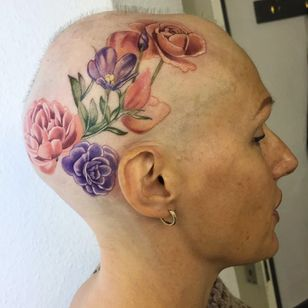 Rebecca Dawe aka hairnecessityrebecca shows off her scalp tattoo #Alopecia #scalptattoo