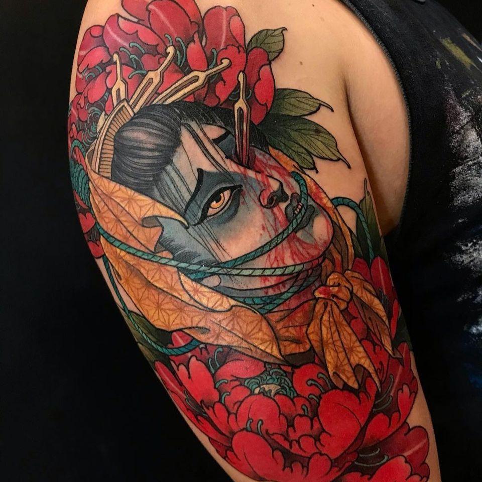 Namakubi flower tattoo by eilotattoo #eilotattoo #namakubi #blood #severedhead #peony #geisha