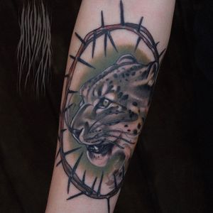 Tattoo by Akuma Shugi #AkumaShugi #neotraditional #darkart #leopard #cat #thorns