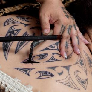 Polynesian tattooing - unknown artist - please contant hello@tattoodo.com for credit!! #tattootools #tattoosupplies #tattoohistory #tattooculture #polynesian