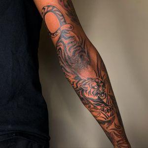 Tattoo by Sema Dayoub #semadayoub #nassimdayoub #traditionaltattoo #qttr #queertattooer  #tiger #animal #darkskintattoo #darkskinbodyart