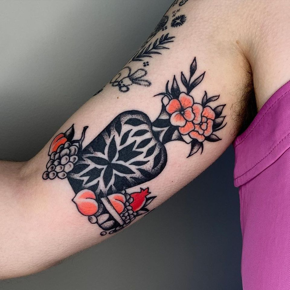 Tattoo by Sema Dayoub #semadayoub #nassimdayoub #traditionaltattoo #qttr #queertattooer #vase #fruit #peach #flower #grapes #pattern #floral
