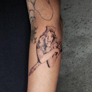 Illustrative tattoo by Kristianne aka krylve #kristianne #krylev #illustrative #hole #courtneylove #music #rockandroll
