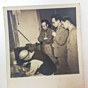 """Akimitsu Takagi (in the center of the three men on the right) observing Horiuno II tattooing. Tokyo, ca. 1953. Photograph taken from A.Takagi's collection."" - Via Pascal Bagot #AkimitsuTakagi #PascalBagot #japanesetattoo #tattooculture #tattooart"