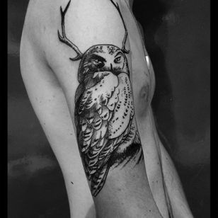 Beautiful tattoo made at Calavera Tattoo #blackwork #calavera