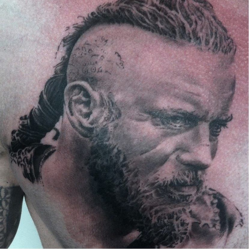 Ragnar tattoo by Stephane Bueno #StephaneBueno #ragnar #ragnarlothbrok #vikings #portrait