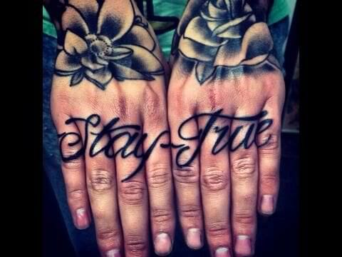 Something to live by and constantly remind us... Finger tattoo by unknown artist. #finger #fingertattoos #lettering #staytrue