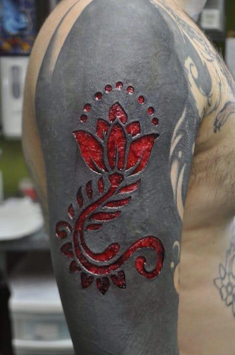Sleeve tattoo scarification