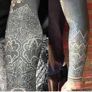 White ink over blackwork tattoo #whiteink #whiteinkoverblackwork